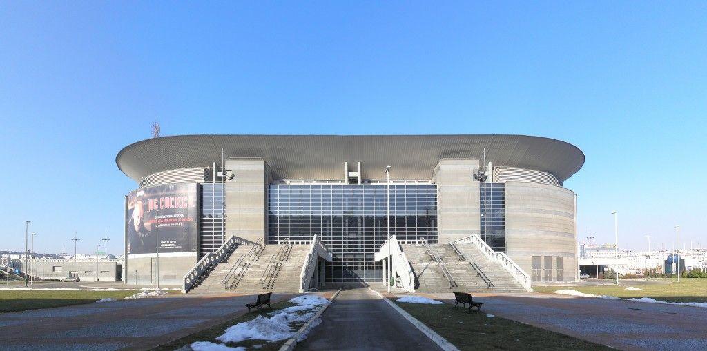 Belgrade_Arena,_east_entrance,_Feb_2011