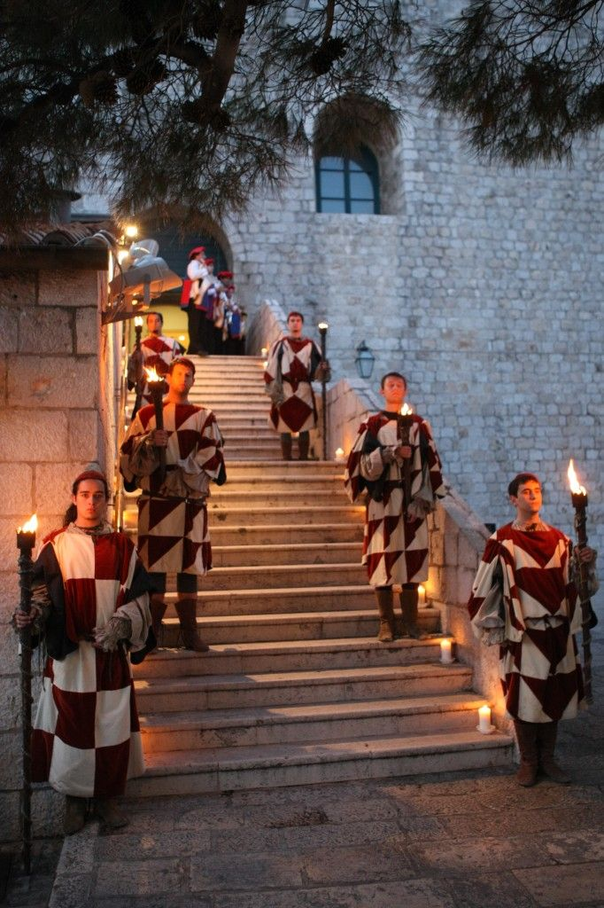 dubrovnik-revelin-gala-dinner-welcome-guards