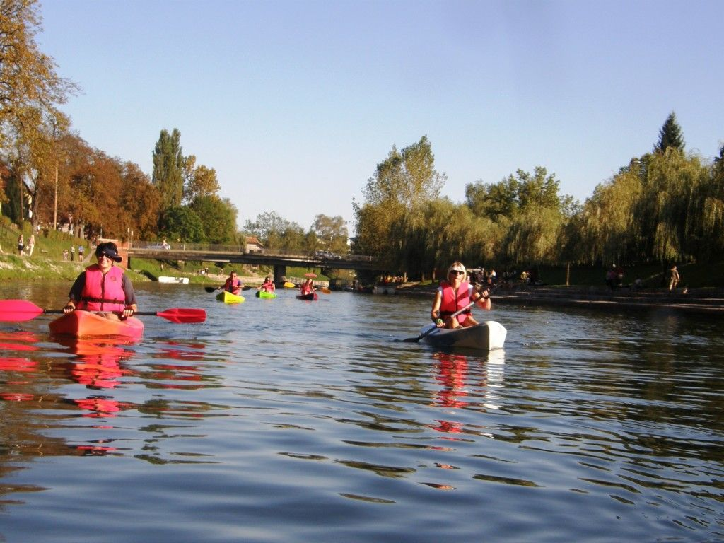 Exploring the capital city center by water with your own pace.
