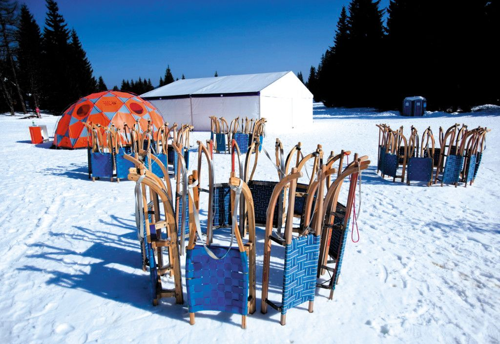 Actively experience the winter environment in surrounding nature and have an experience within unusual activities.