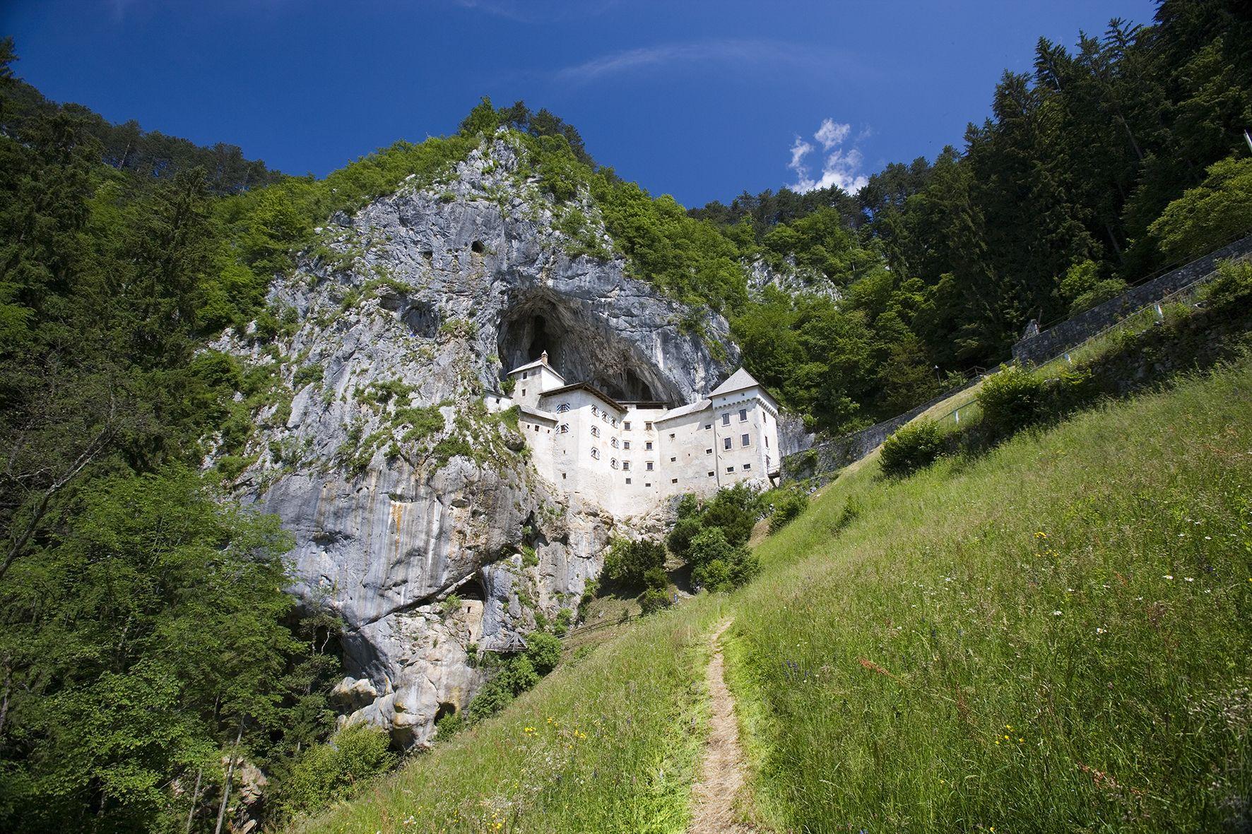 predjama-castle