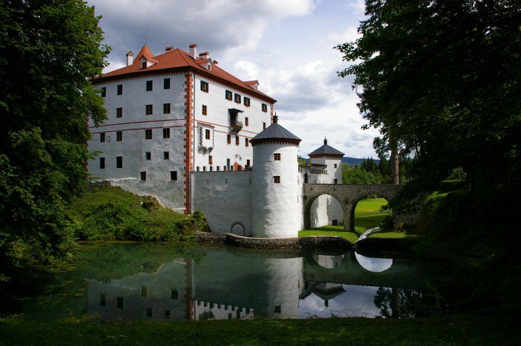 sneznik-castle