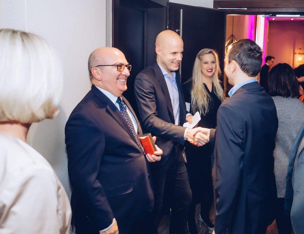 Business_partners_reception