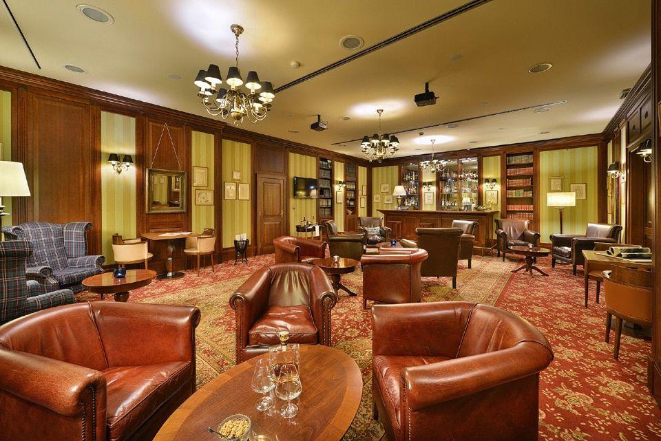 library_saloon_houdini_restaurant_bratislava