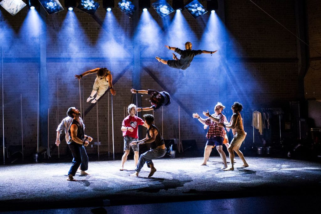 cirque_noel_gravity _and_other_myths