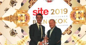 site_crystal_awards_ovation_globač