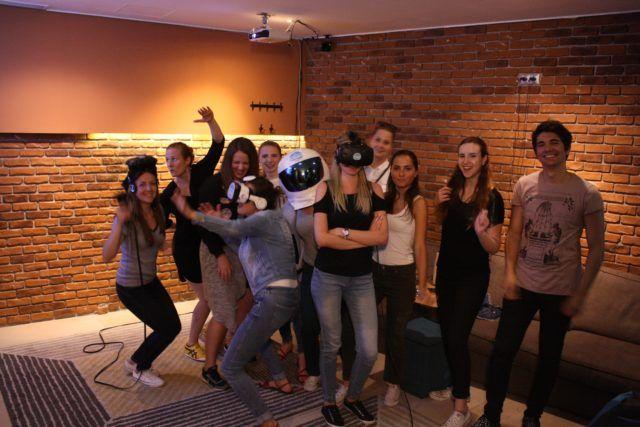 vrba-gin-tonic-virtual-reality