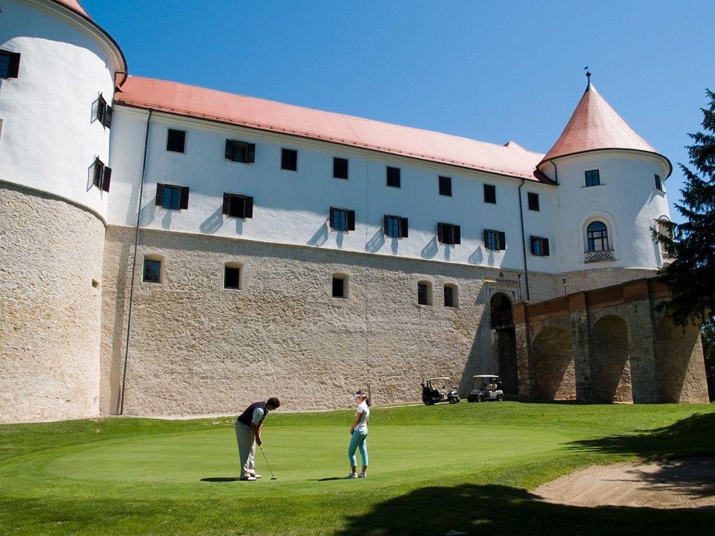 golf_mokrice_castle