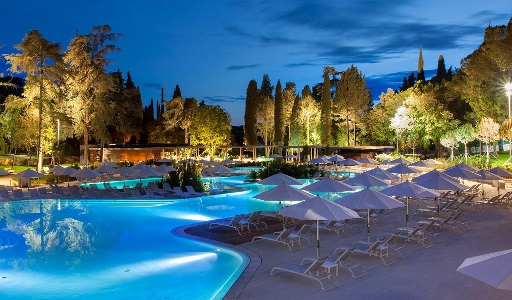 hotel_lone_pool