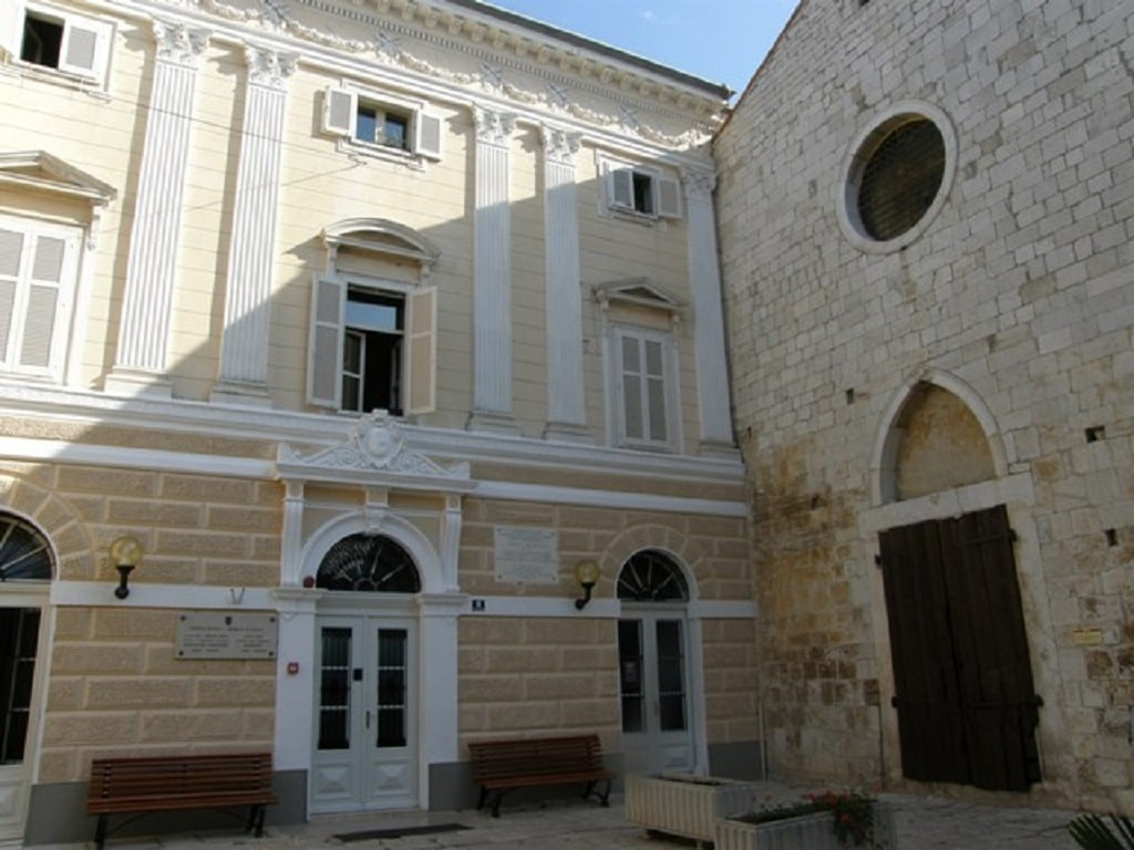istrian_assembly_hall_outside