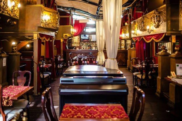 ittle_bay_restaurant_tables