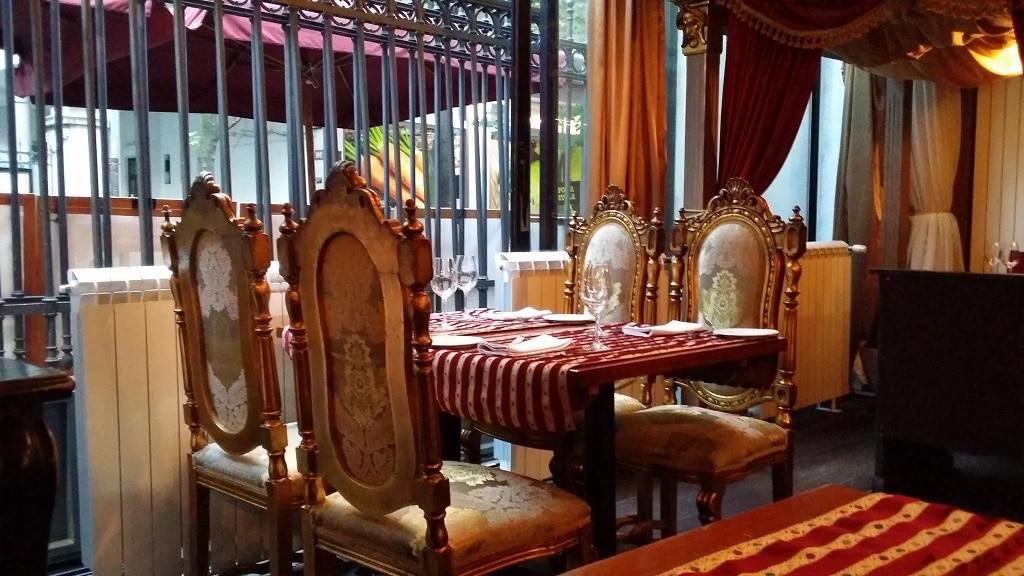 little_bay_restaurant_seating