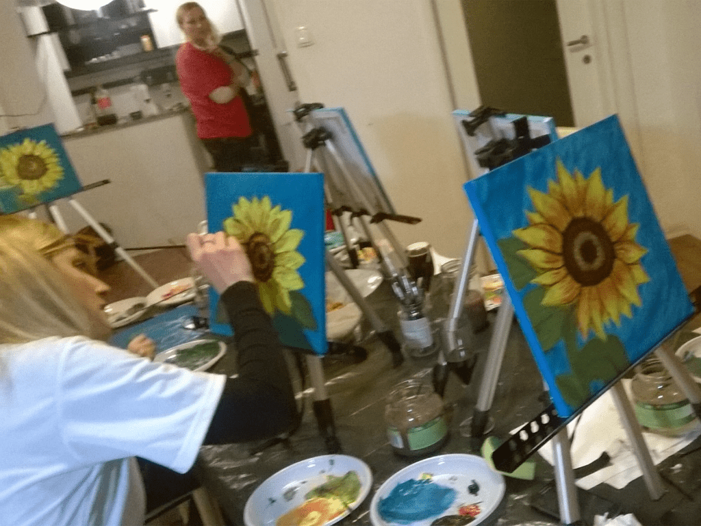 incentive_design_with_wine_painting_party_incentive