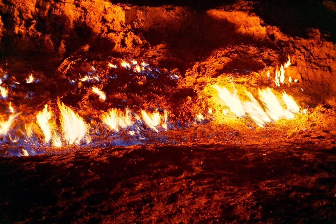 yanar_dag_burning_mountain_baku