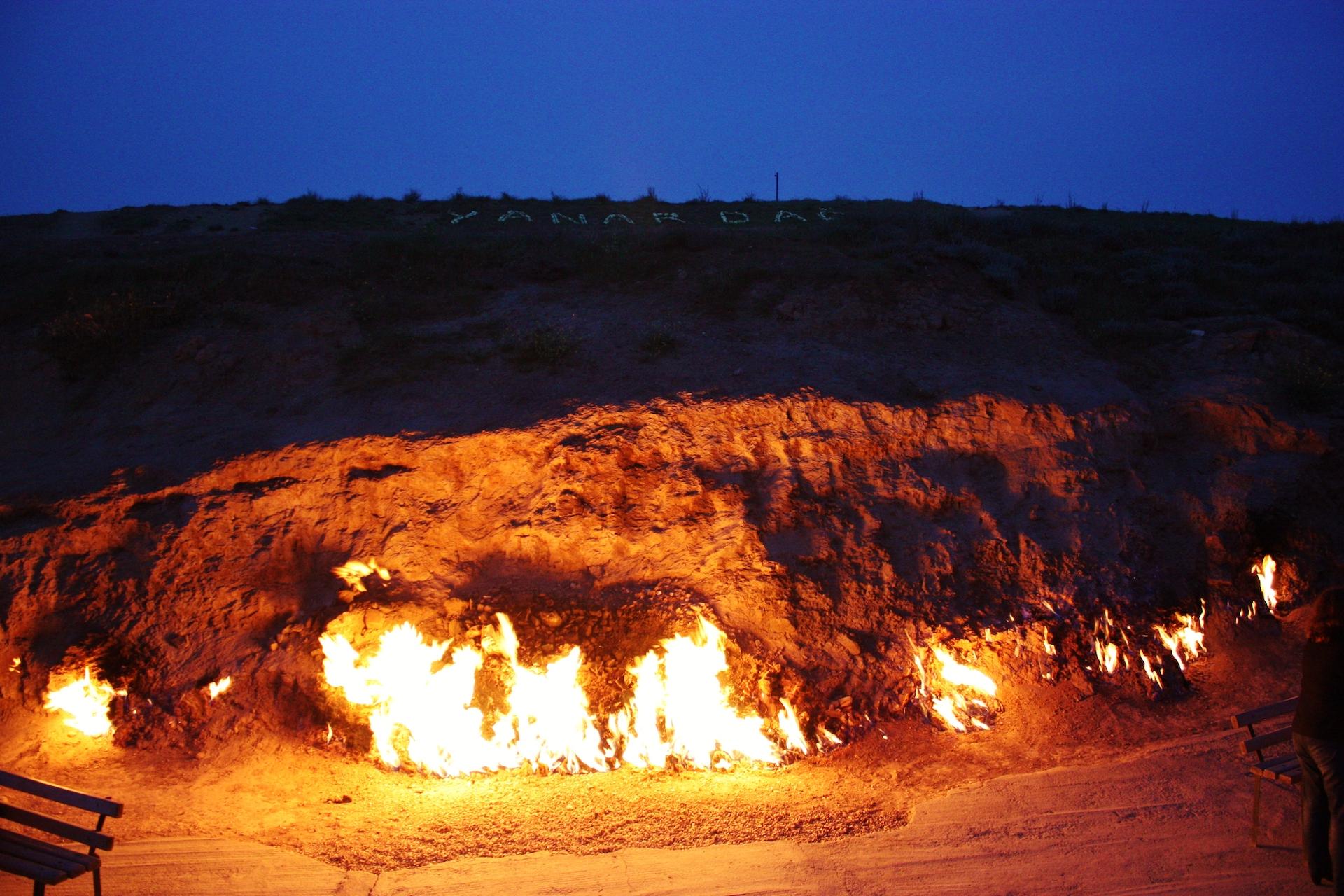yanardag_azerbaijan_burning_mountain