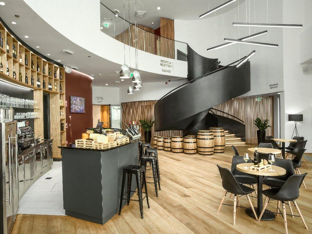 mond_hotel_casino_wine_bar