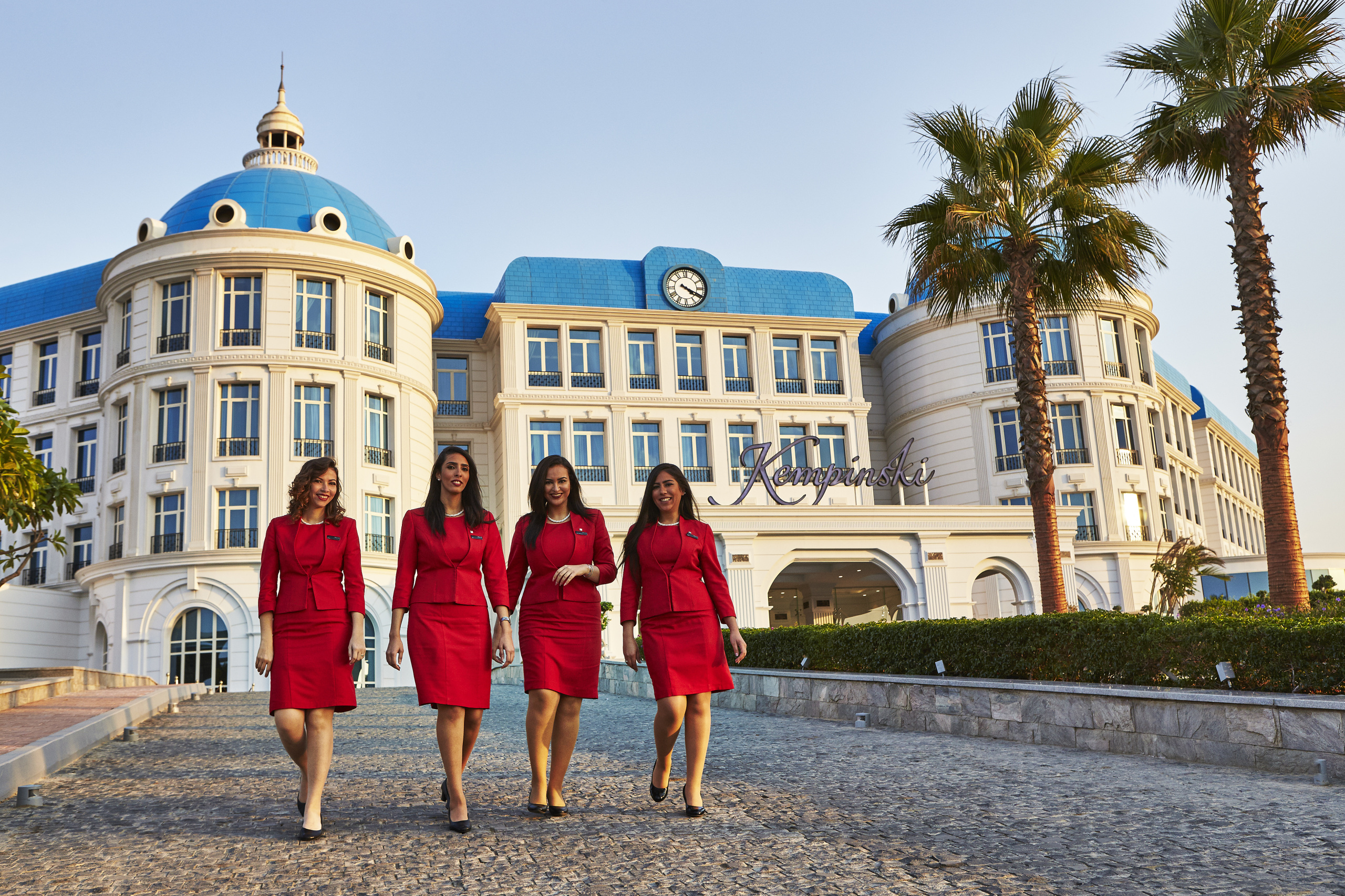 kempinski_lady_in_red