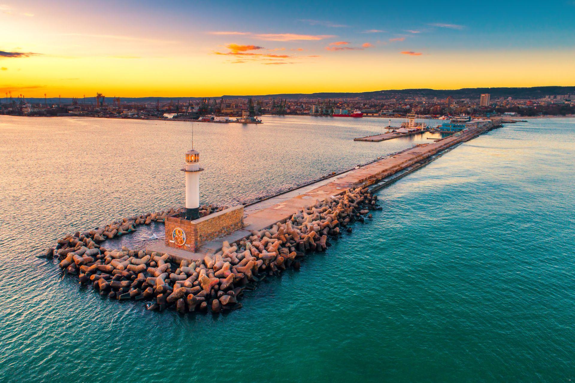 varna-bulgaria-mtlg-meetologue-sea-scenic-view-lighthouse