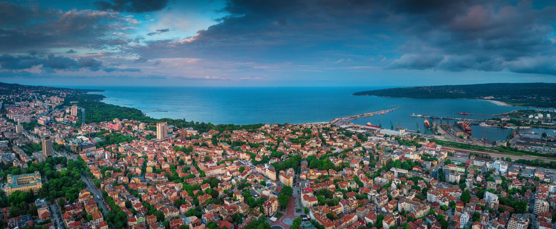 varna-bulgaria-mtlg-meetologue-sea-scenic-view-lighthouse-beach-sea-sand